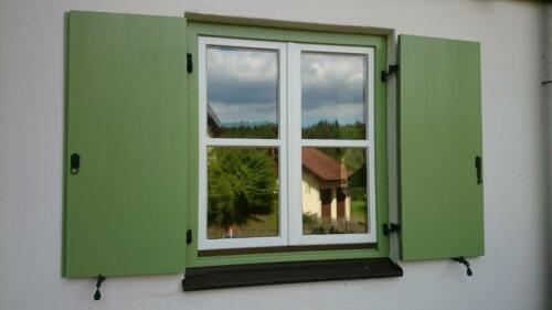 Fenster und Läden lackieren