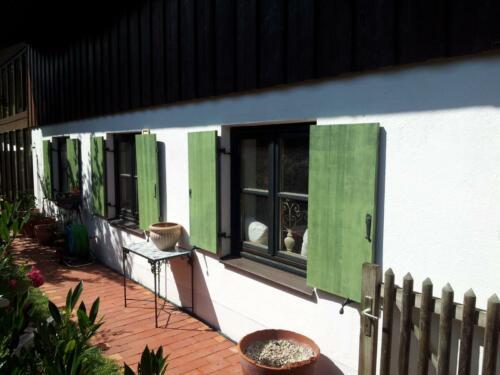 Fenster und Läden lackieren1