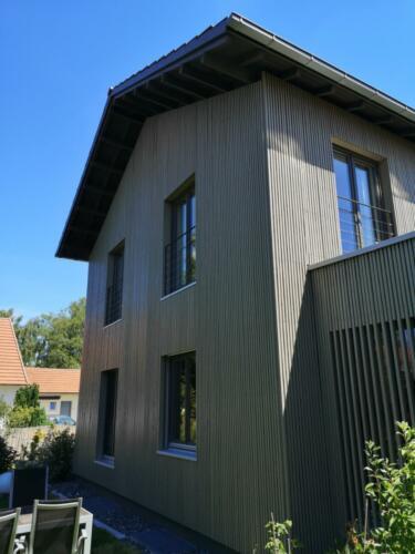 Holzfassade, Dachuntersichten und Fensterstreichen